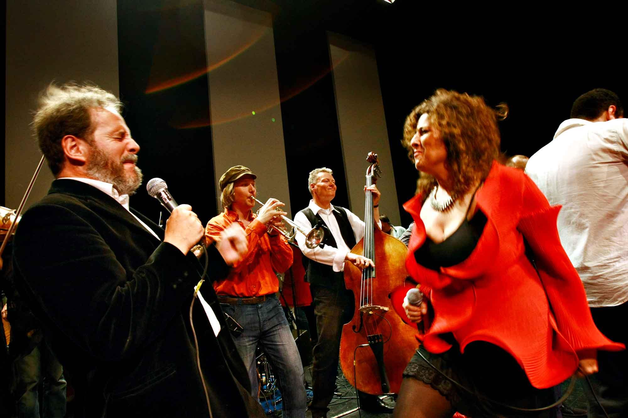 Oboisten og verdensmusikeren Henrik Goldschmidt optræder sammen med Channe Nussbaum i Tivoli