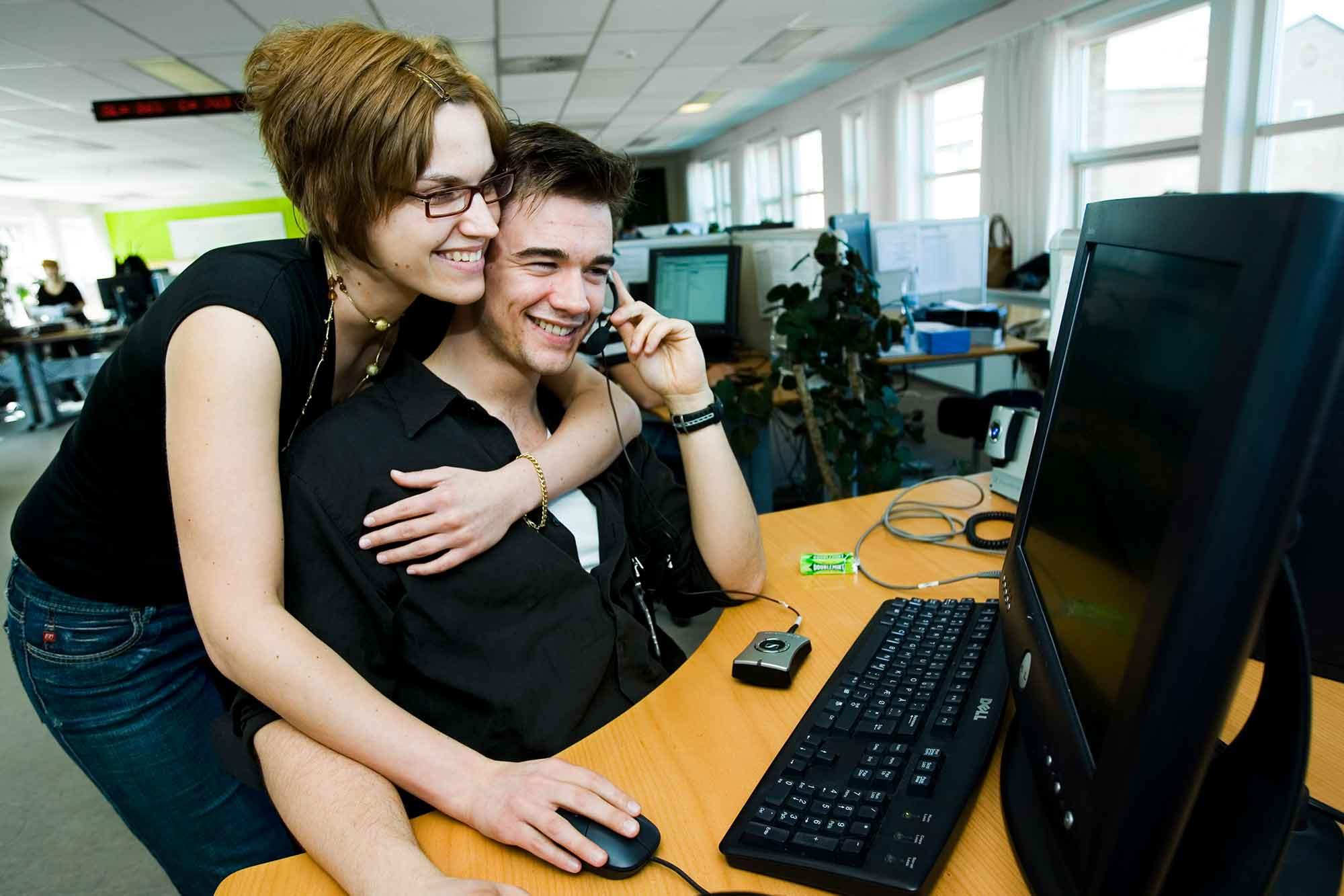 Kærlighed mellem medarbejdere på arbejdspladsen