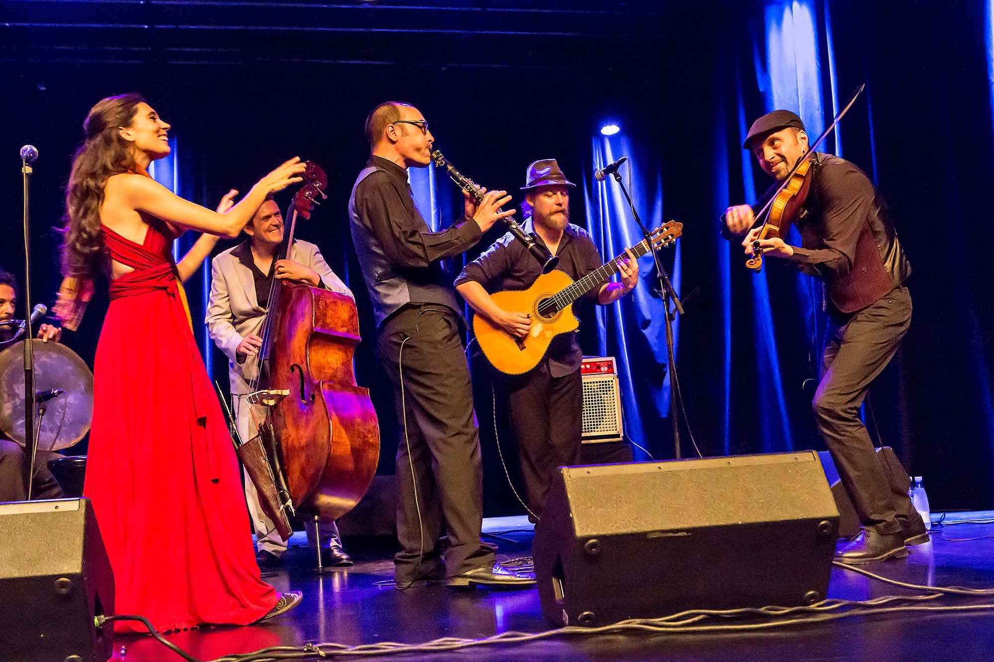 musikgruppen Barcelona Gypsy Balkan Orchestra i Bremen